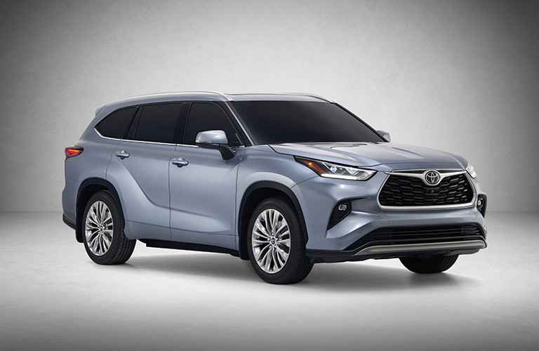 A front-right quarter photo of the 2020 Toyota Highlander in a photo studio.
