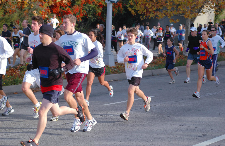 runners in a race, cold weather