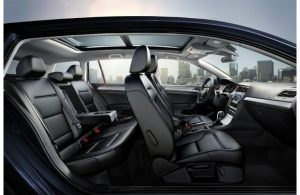 2019 volkswagen Golf SportWagen side view of interior