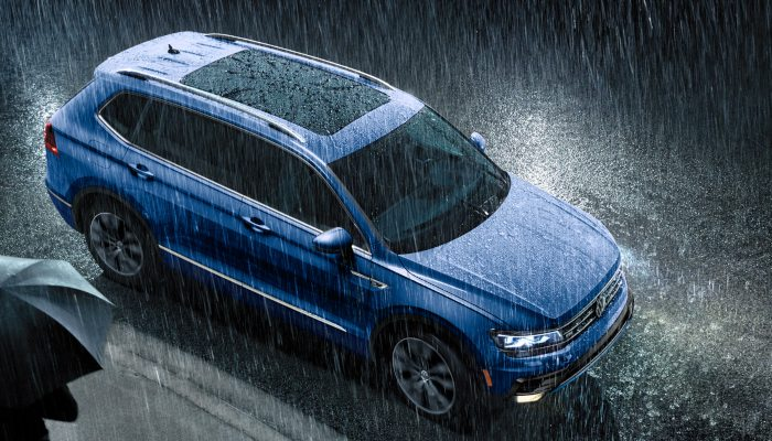 2020 Volkswagen Tiguan parked in the rain
