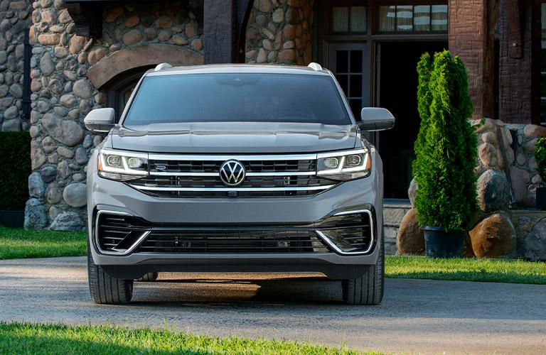 The front view of a gray 2020 Volkswagen Atlas Cross Sport.