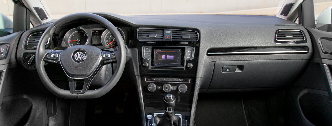 make hands free phone calls in the 2015 Volkswagen Golf Sportwagen