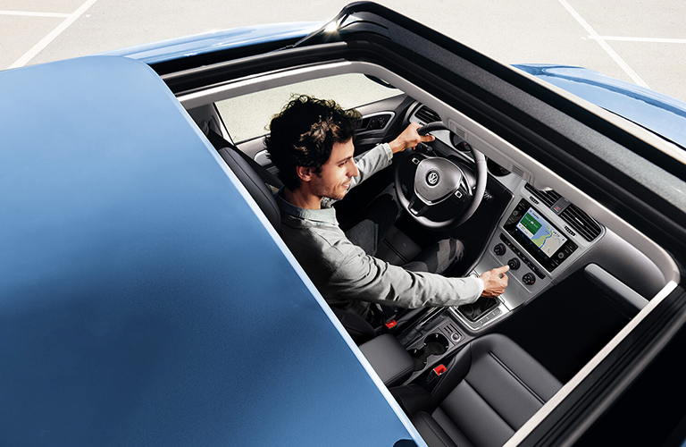 2019 Volkswagen Golf sunroof