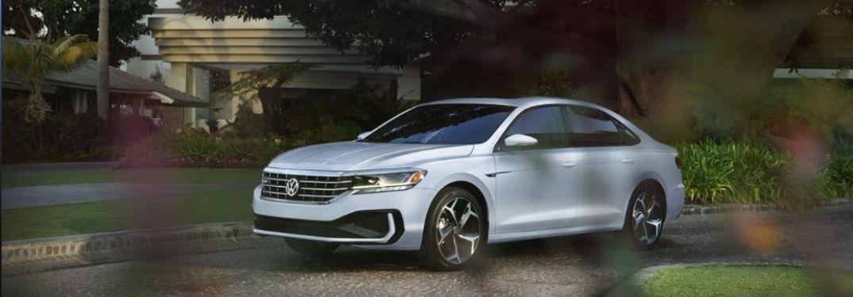 2021 Volkswagen Passat parked front view