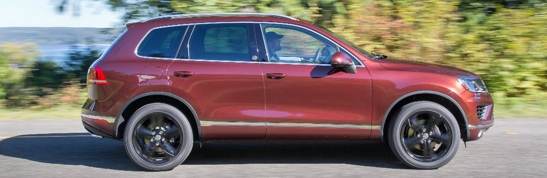 What driver assistance features does 2017 VW Touareg offer?