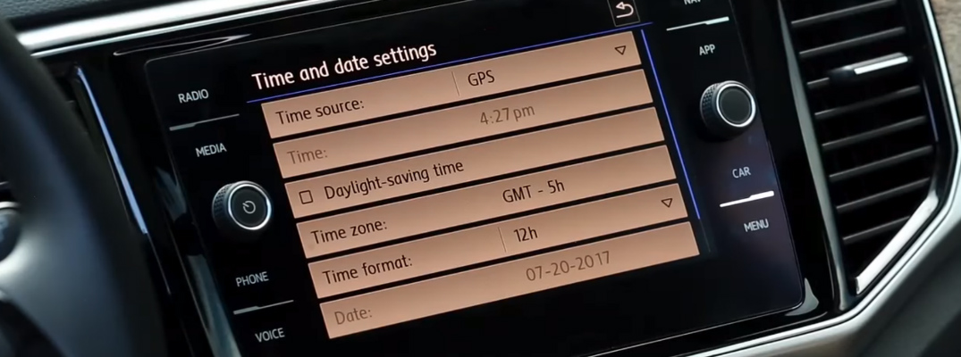 Time and Date Settings on the Touchscreen of a 2018 Volkswagen Vehicle