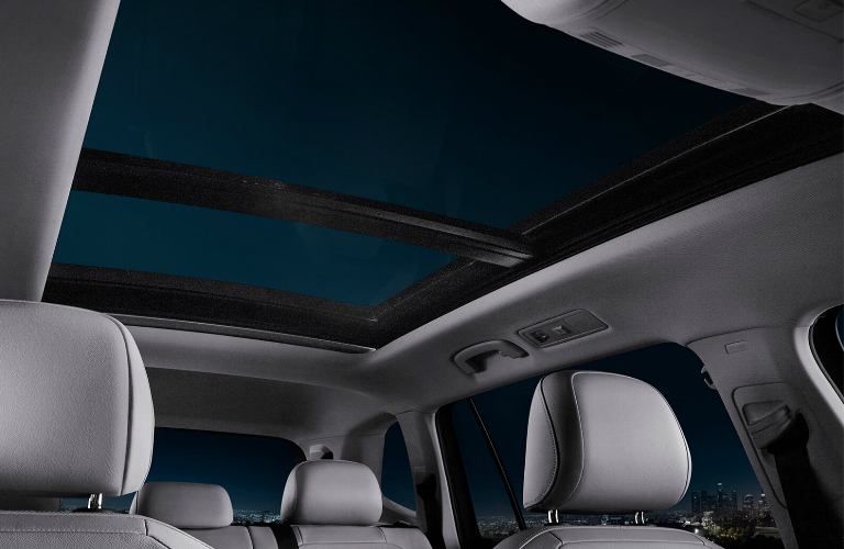 Does the 2019 Volkswagen Tiguan offer a sunroof?