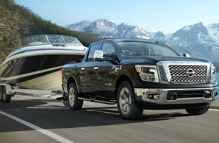 2017 Nissan Titan engine features and towing ability