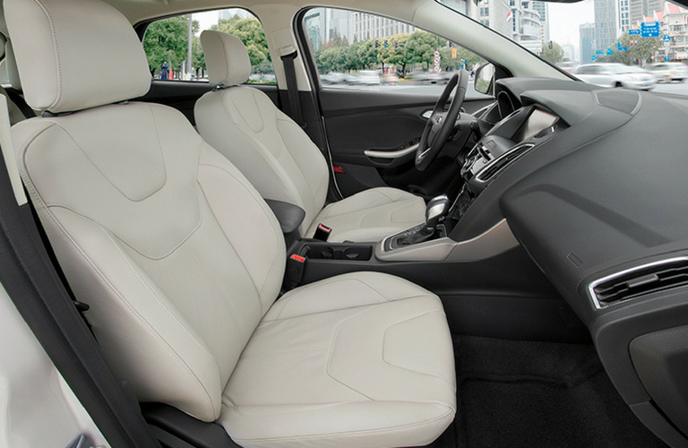 2018 Ford Focus side view of front interior