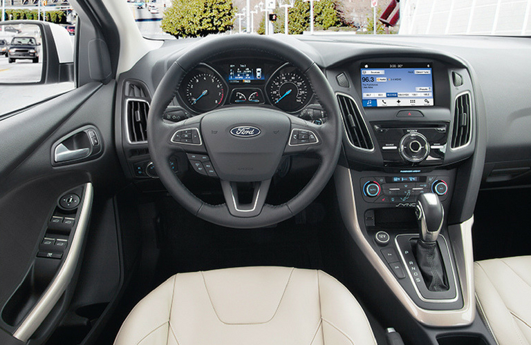 2018 Ford Focus dash and wheel