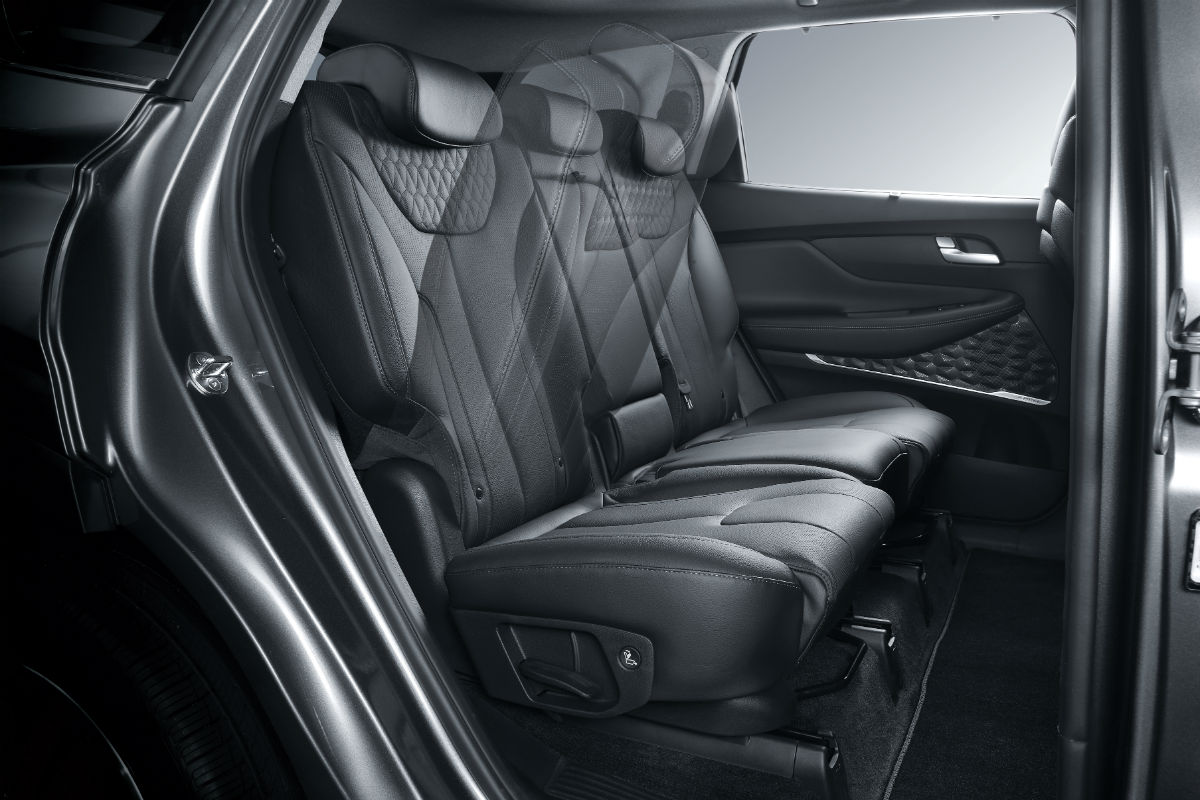 Side view of the 2019 Hyundai Santa Fe's rear seats