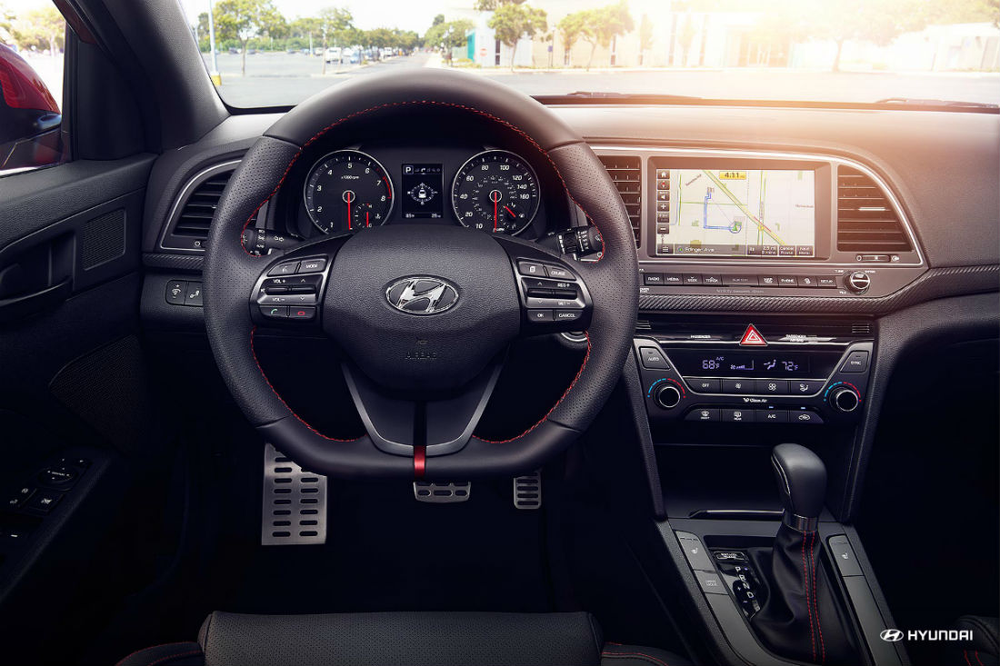 Sport steering wheel of the 2018 Hyundai Elantra