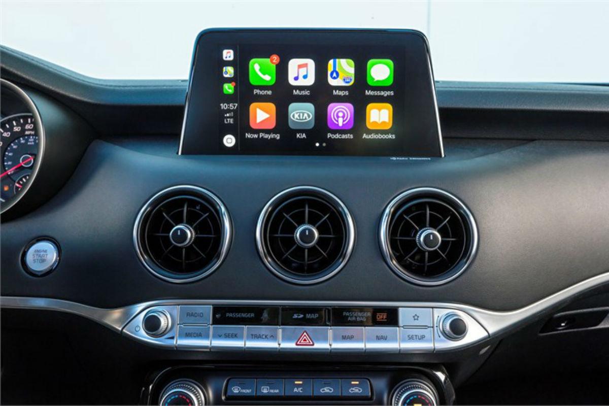 Color touchscreen of the 2018 Kia Stinger