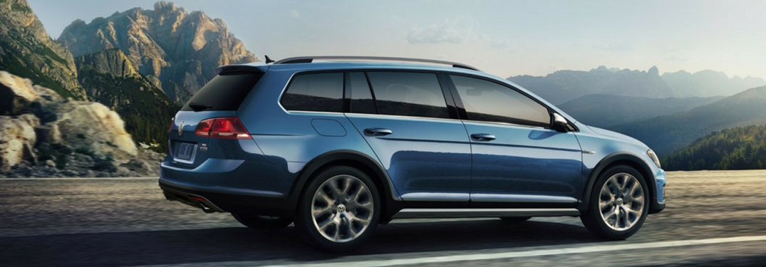 2018 Volkswagen Golf Alltrack side exterior blue