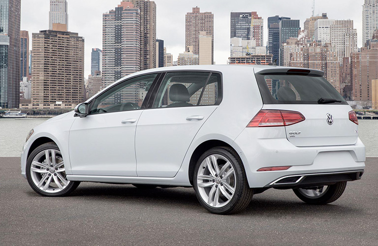 2018 Volkswagen Golf in white