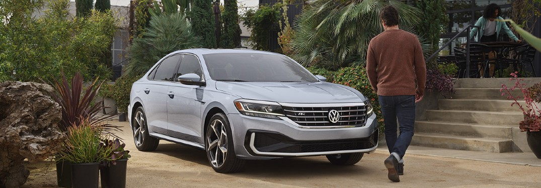 2021 Volkswagen Passat front profile