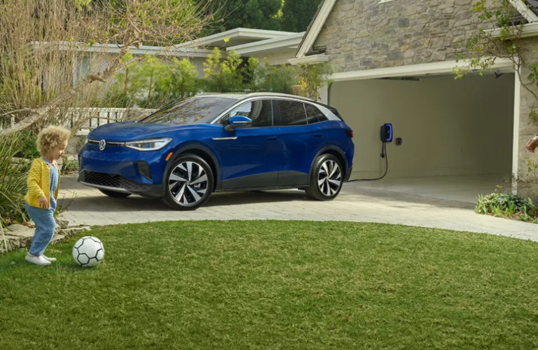 Child playing football near the Volkswagen ID.4
