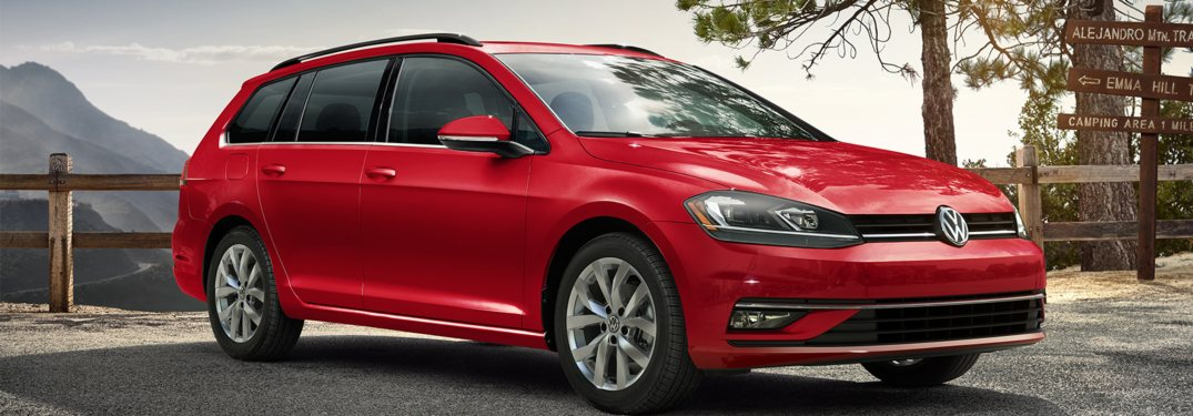What accessories are available for the 2019 Volkswagen Golf SportWagen?