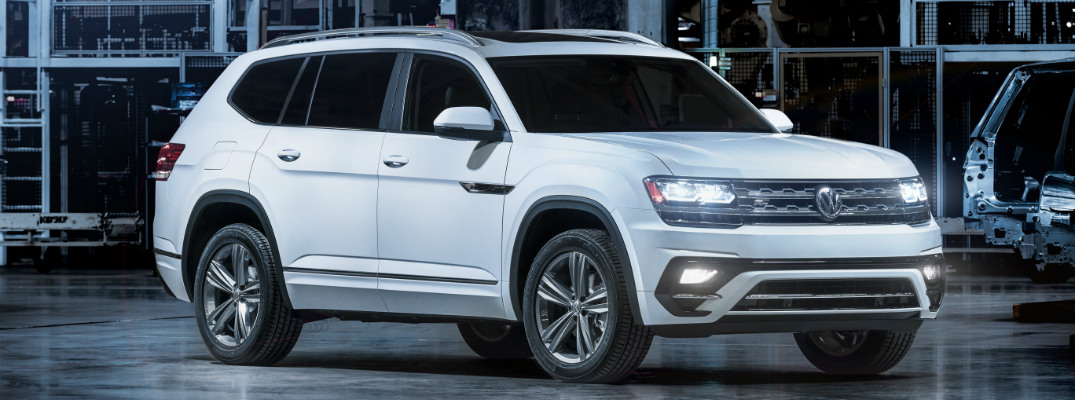 ... 2018 VW Atlas R Line Side View White