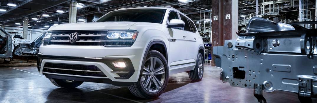 2018 Atlas R-Line in Pure White Grille View