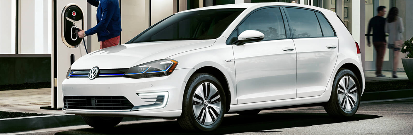 How does the Volkswagen e-Golf display available power?