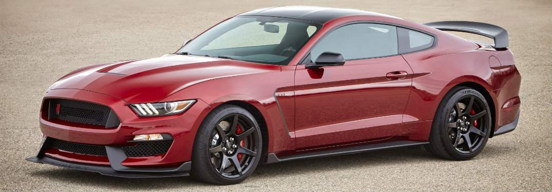 2017 ford shelby mustang gt350r added features