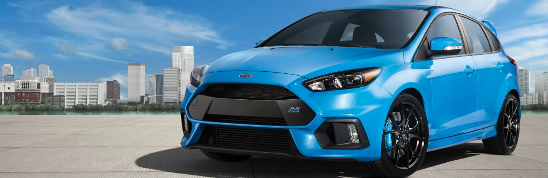 2017 Ford Focus Hatchback vs 2017 Ford Focus RS_o