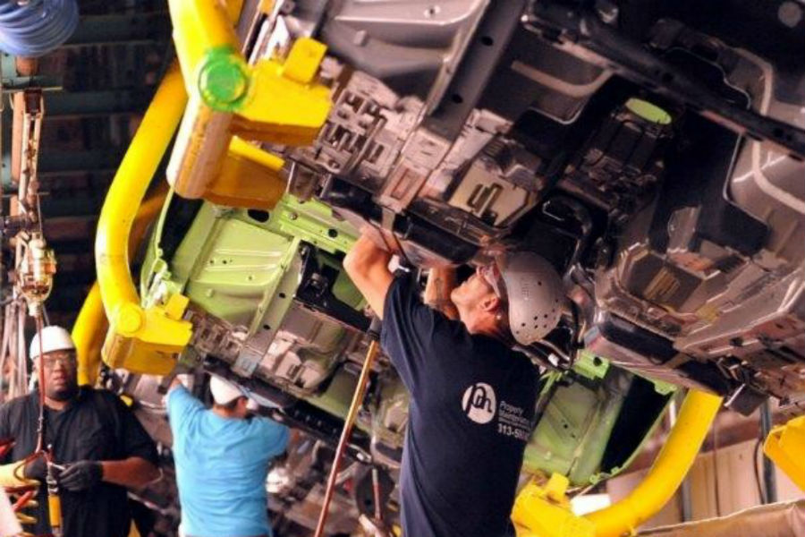Inside a Ford Assembly Plant_o