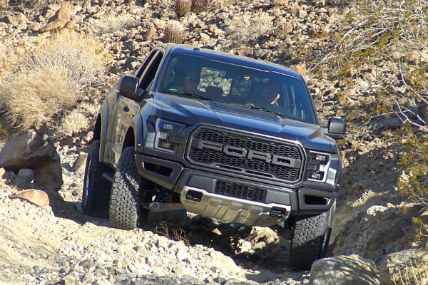 2017 Ford F-150 Raptor front exterior_o