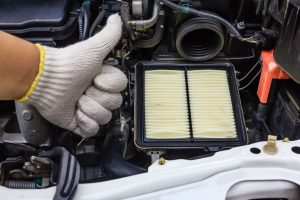 auto mechanic changing air filter_b