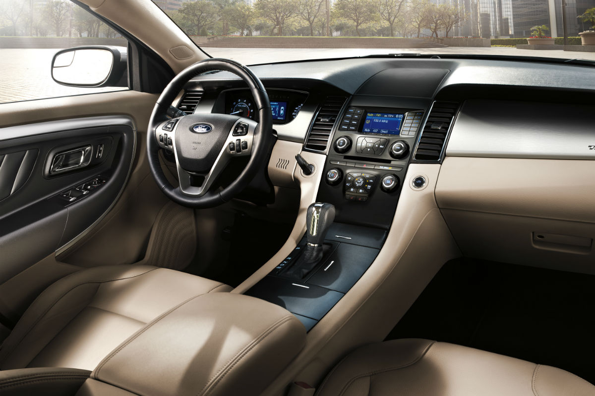 Front passenger space and infotainment system of the 2018 ford taurus