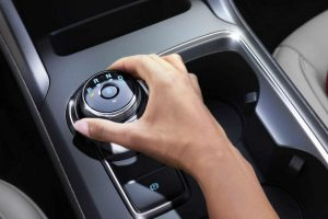 person using the rotary gear shift dial of their 2018 Ford Fusion