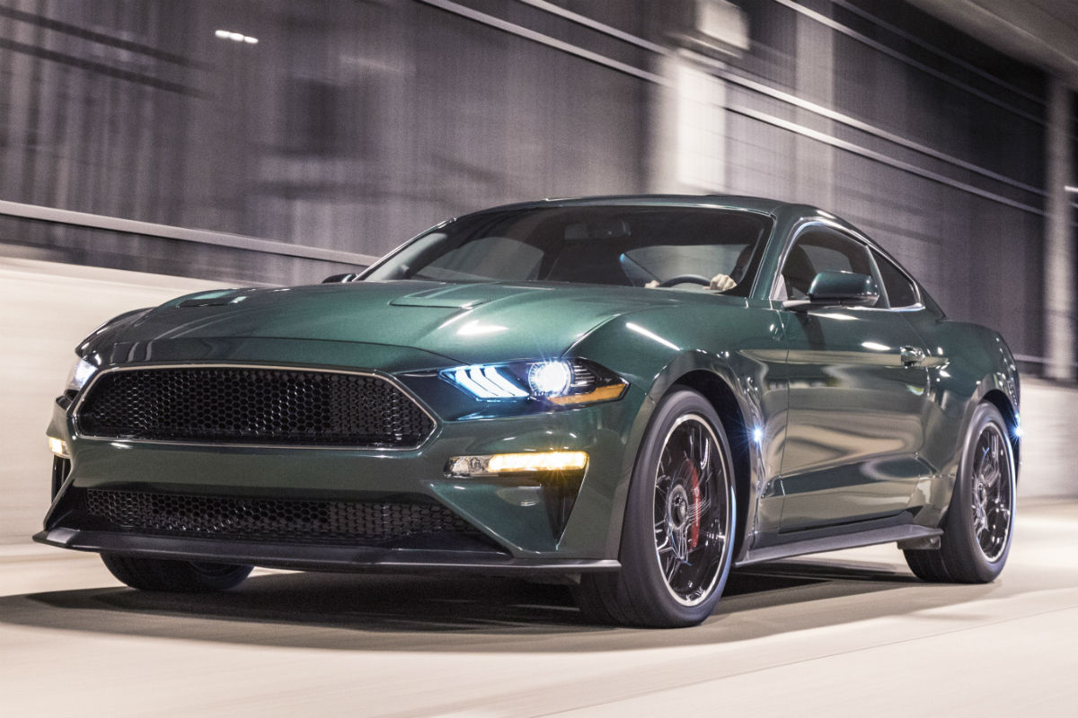 Front view of a dark highland green exterior colored 2019 ford