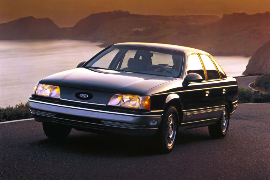 front-view-of-a-black-1986-Ford-Taurus_o