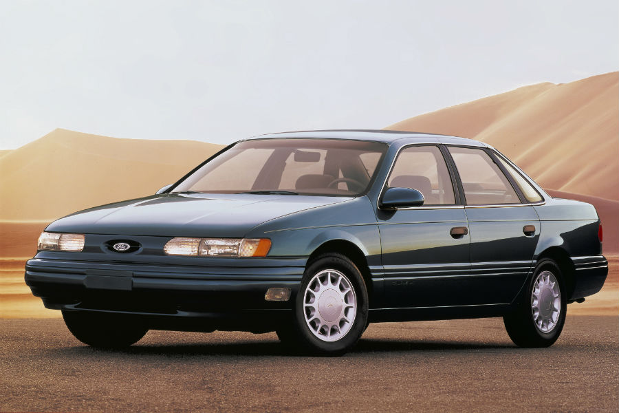 side-view-of-a-green-1992-Ford-Taurus_o