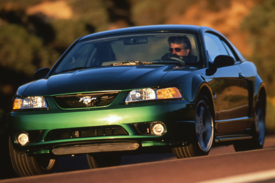 front-view-of-a-green-1999-Ford-Mustang_o