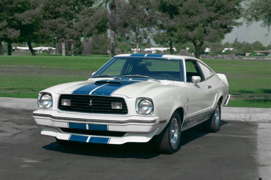 front-view-of-a-white-1976-Ford-Mustang_o