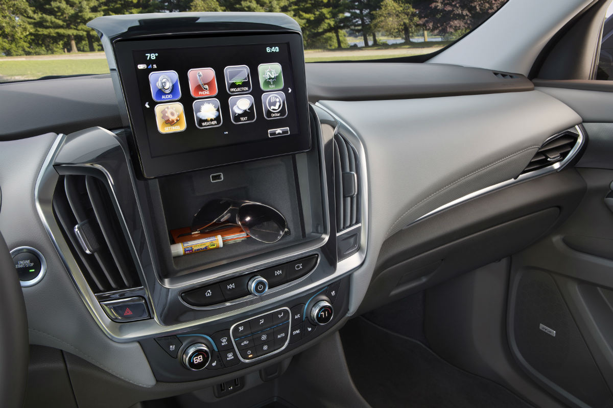 2018 Chevrolet Traverse Front Interior Infotainment System And Hidden  Storage Area_o