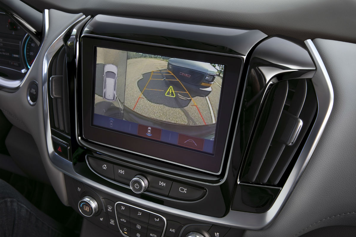 2018 Chevrolet Traverse Front Interior Infotainment System And Rear Vision  Camera_o