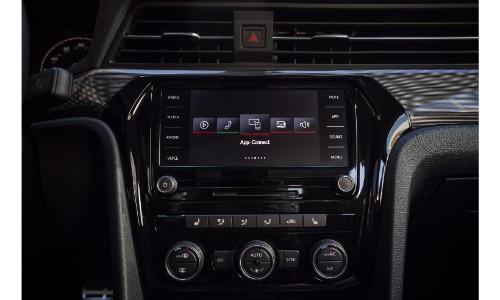 2020 VW Passat media dashboard
