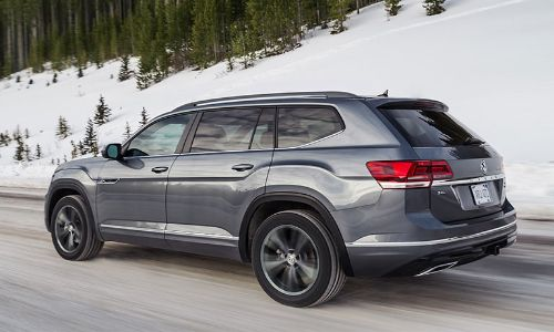 2020 VW Atlas driving in the snow