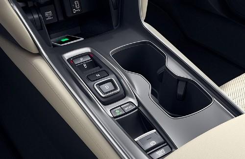 2020 Honda Accord interior center console gear shift