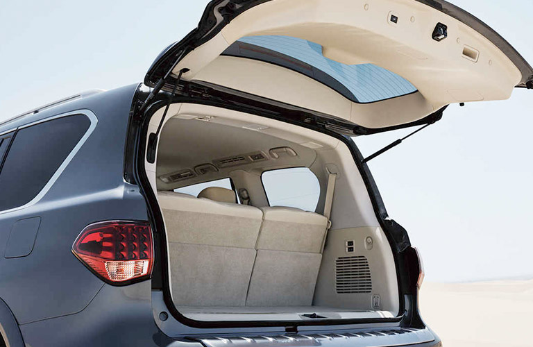 Infiniti qx80 trunk space