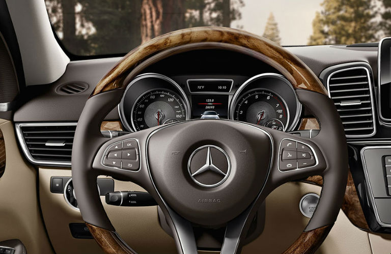 What 39 s the difference between the 2017 mercedes benz gle for Mercedes benz of arrowhead reviews