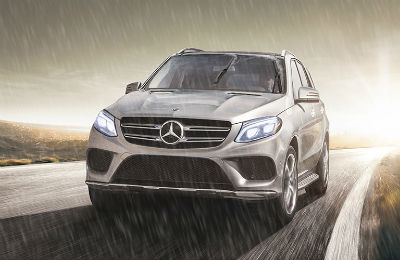 2019 Mercedes-Benz exterior front fascia and drivers side in rain