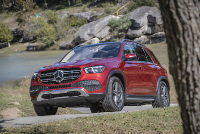 2020 MB GLE exterior front fascia and drivers side near tree
