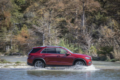 2020 MB GLE exterior passenger side profile in water