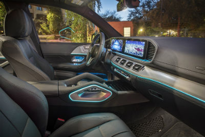 2020 MB GLE interior front cabin ambient lighting steering wheel and dashboard