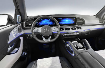 2020 MB GLE interior steering wheel and dashboard