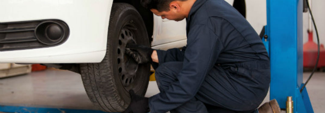 Mechanic rotating tires of a vehicle